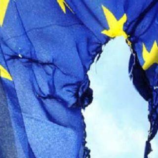 bandiera-europa-500-brucia